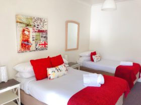 canberra short term holiday accommodation budget hotel double bed single bed motel workers ACT