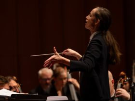 Jessica Cottis conducts the Canberra Symphony Orchestra