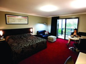 Cattleman's Country Motor Inn and Serviced Apartments