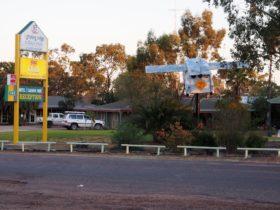 Lightning Ridge Outback Resort & Caravan Park