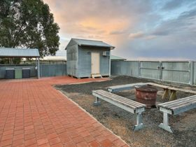 Picnic seats and covered barbecue area at Mungo Shearers' Quarters. Photo: Vision House
