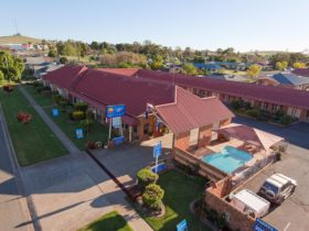 Parkes International Comfort Inn