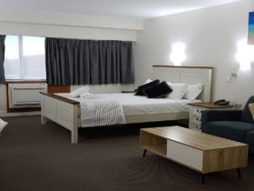 Image of Queen room at Tamwell Motel