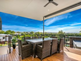 Wollumbin Haus - huge spacious deck