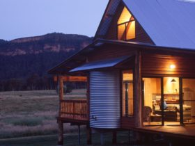 Cosy cabin at sunset with view of mountains