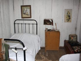 Settlers cottage bed room