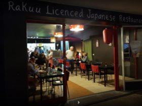 photo of Rakuu restaurant from the outside at night
