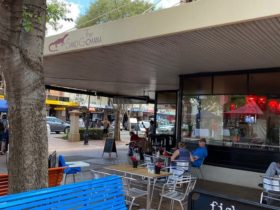 Outdoor seating at the Sand Goanna