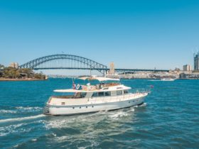 John Oxley Luxury Yacht - Easy Boat Hire