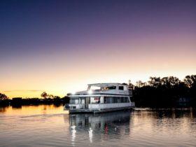 Houseboat Escape Mildura cruising along the Murray River
