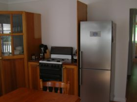 Self contained holiday house in Brisbane in Wynnum close to Hemmant Morningside Murrarie airport