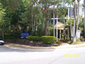 front entrance to Macquarie Lodge Noosa