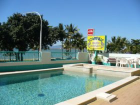 Townsville Seaside Apartments pool