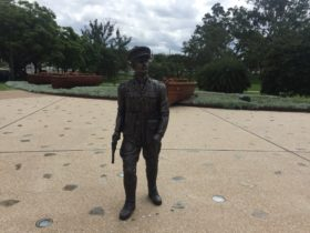 photo showing the statue of Duncan Chapman the first Australian ashore at Gallipoli