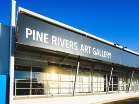 Building with sign saying Pine Rivers Art Gallery