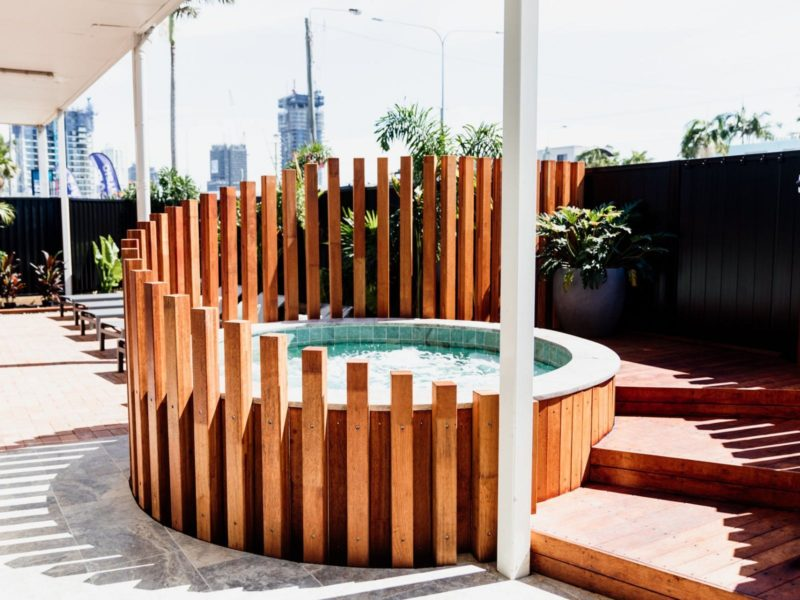 Outdoor mineral hot spa and sundeck