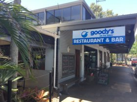 photo of the street side entrance to Goody's on the Beach
