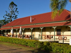photo showing the front verandah area of the Hideaway Station Hotel