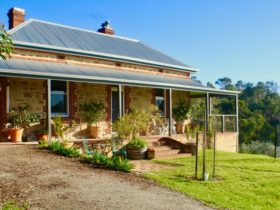Millbrook Valley Farm self contained BnB accomodation