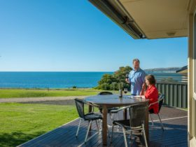 Searenity Holiday Home at Emu Bay Kangaroo Island offers panoramic sea views