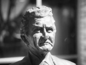 Bob Hawke bronze bust