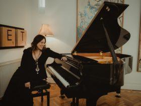 Kate Ceberano sitting at piano