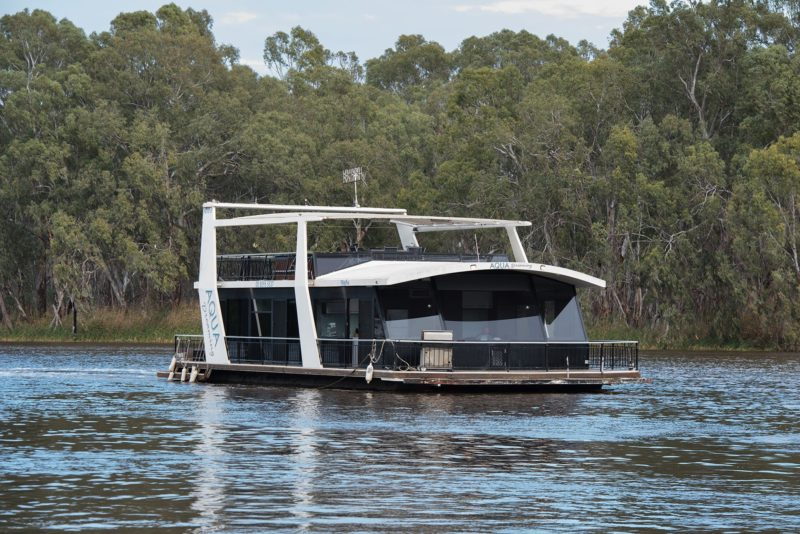 8 berth, spa houseboat with everything (including a wine fridge!)
