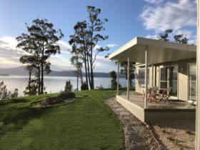 luxury waterfront accommodation tasmania