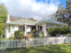 Huon River Country Cottae is set in a pretty garden and rural landscape