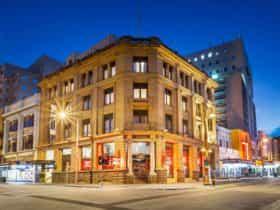 Quest Savoy External View