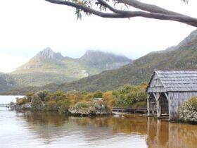 Cradle Lake on Tasmania Wilderness Explorer tours with Spirit Safaris