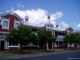 Albion Hotel Casterton Main Entrance