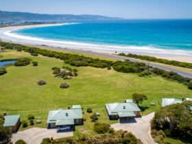 Close to the beach and surrounded by the beautiful Otway Ranges