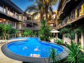 The Best Western Plus Travel Inn Hotel, Carlton Outdoor Heated Pool