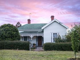 Home Away Stayz – Camellia Cottage