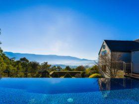 Horizon edge pool and view