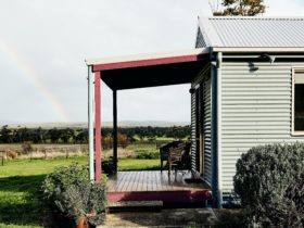Cozy cabin with fabulous views across the Otways. Retreat accommodation for two people.