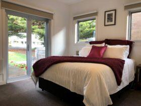 Queen bedroom at Riverstone Retreat