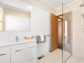 Luxurious bathrooms!