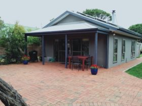 Sandy Point Gallery Cottage