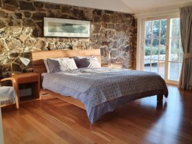 Tuerong Farm view fireplace kingsize bed breakfast hotel motel accommodation Mornington Peninsula