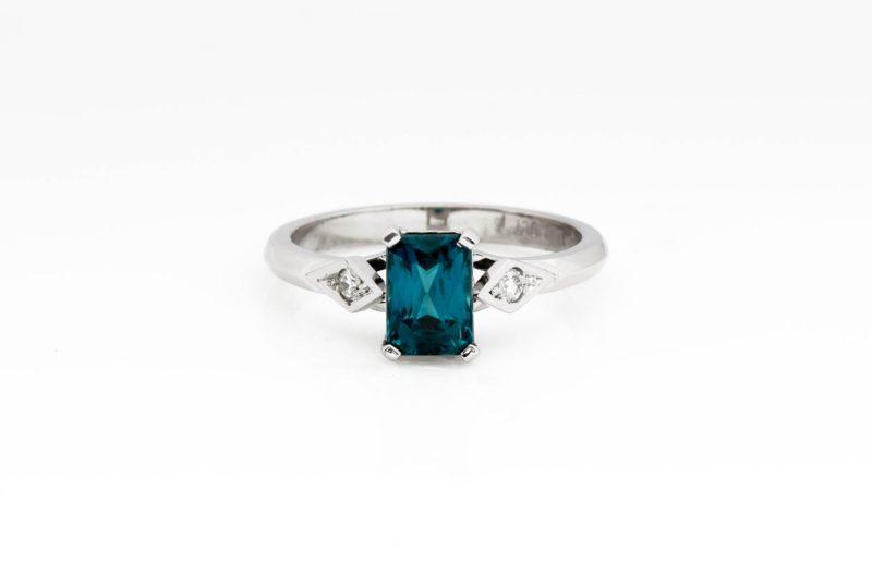 9ct white gold zircon and diamond ring