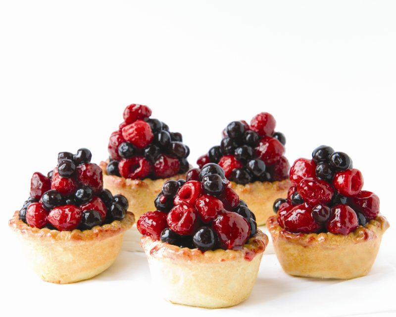 Snickerdoodles - creamy custard in a delicious shortcrust pastry shell topped with berries