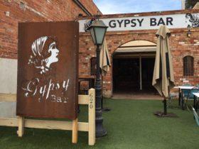 Front of Gypsy Bar Echuca