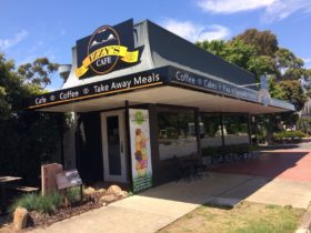 Izzy's Cafe