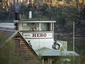 Paddle steamer Hero on the Murray River at Echuca