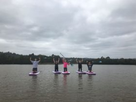 All smiles for this beginner's stand up paddle boarding group lesson
