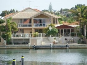 Port Mandurah Canals - Luxury Guest House, Halls Head, Western Australia